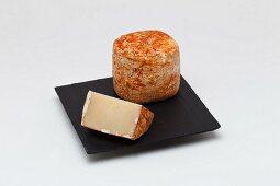 Baskische Tommette mit Piment d'Espellette
