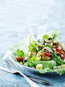 Salad with mango and chicken breast