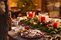 A table laid for advent with a plate of biscuits at the Kittenberger Adventure Garden, Schiltern