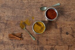 Red and yellow curry powder with cinnamon sticks