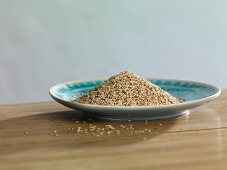 Unshelled organic sesame seeds