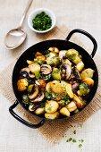 Kartoffelpfanne mit Rosenkohl und Champignons