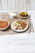Schweinerouladen mit Zucchini und Karotten in Meerrettichsauce, Buchweizen, Essiggurken