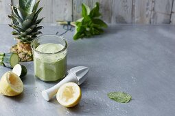 A courgette and mint smoothie with lemons and pineapple