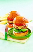Cheeseburgers with tarragon sauce