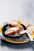 Oven-roasted pears with stone salt and brie