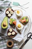 Open sandwiches with sweet and savoury toppings (seen from above)