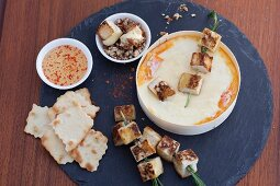 Oven-warmed cheese with white bread kebabs and nuts