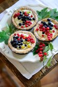Redcurrant tartlets with almond bases