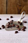 Espresso beans in dark chocolate (simple glyx)