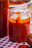 Tomatensugo im Einmachglas