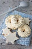 Meringue swirls and cinnamon stars