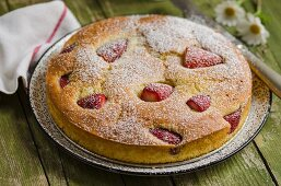 A light strawberry cake dusted with icing sugar