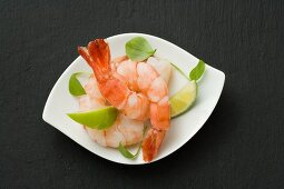 Prawns with lime wedges