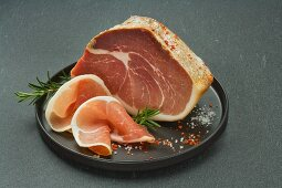 Tuscan fire ham with rosemary
