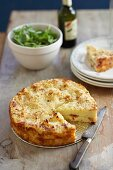 Kartoffelkuchen mit Mozzarella und Prosciutto