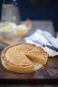 Käse-Lachs-Pie, angeschnitten