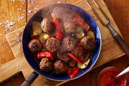 Fried meatballs with pepper and courgette