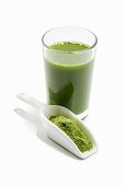 A green smoothie with wheatgrass powder