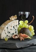 Roquefort with figs, grapes, nuts and red wine