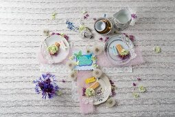 Retro decoration ideas for a coffee table with flowers, lace and fabric