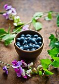 A bowl of fresh blueberries