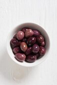 Viola marocchina olives in a white bowl