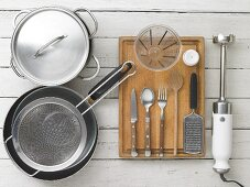 Kitchen utensils for making eggs and spinach