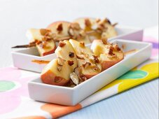 Apple kebabs with almond caramel