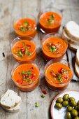 Gazpacho mit Paprikawürfeln