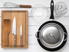 Kitchen utensils for preparing pan-fried slices of toast with courgette and cherry tomatoes