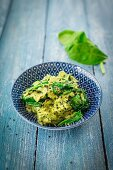 Scrambled egg with spinach and wheatgrass powder