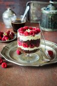 Schokoladen-Vanille-Himbeer-Trifle mit Brownies, Mascarpone und Schlagsahne