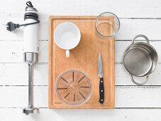 Kitchen utensils for preparing smoothies