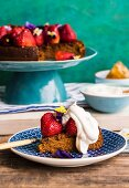 Honey cake with strawberries, cream and horned pansy