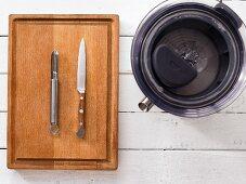 Juicer, vegetable peeler and kitchen knife