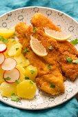 Glutenfreies Hühnerschnitzel mit Kartoffelsalat