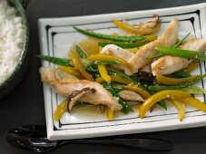Asian-style chicken fillet with shiitake mushrooms, green beans and yellow pepper