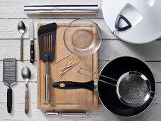 Küchengeräte für die Zubereitung von Wraps mit Putenschnitzelfüllung