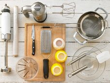 Kitchen utensils for the preparation of semolina pudding with blueberry compote