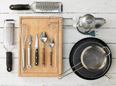 Küchengeräte die für die Zubereitung eines Birnen-Rührkuchens benötigt werden