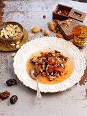 Trockenfrüchtekompott mit Mandeln und Honig (Nordafrika)