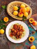 Schweinefleisch mit Aprikosen und Couscous (Nordafrika)