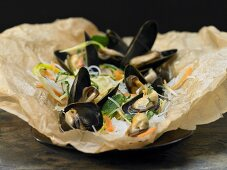 Mussels baked in paper