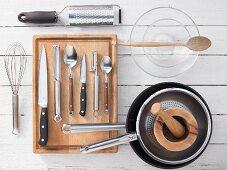 Kitchen utensils for making Indian-style chicken