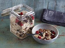 Amaranth muesli with almonds and dried berries