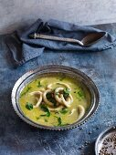Green squid curry with spinach and lime (Asia)