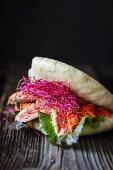 Bao-Burger mit Ente und Kimchi