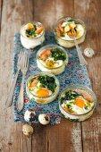 Gebackene Eier mit Spinat und Lachs für Ostern