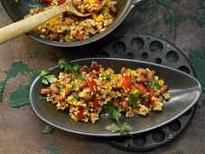 Bulgur pilaf with borlotti beans, vegetables and chili